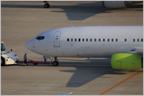 パイロットと地上整備員が連絡用に使う航空無線