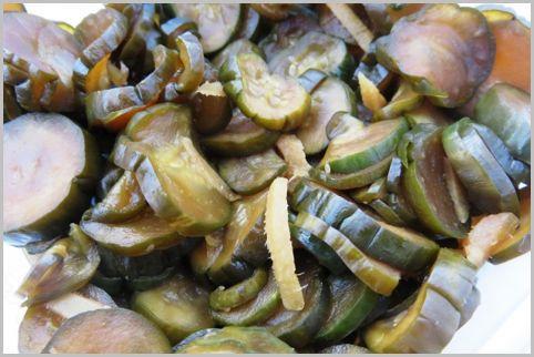 漬物には色付けと長期保存のために危険な添加物