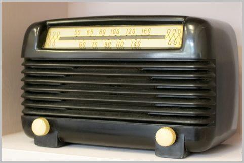 日本でラジオ放送が初めて行われたのは1925年