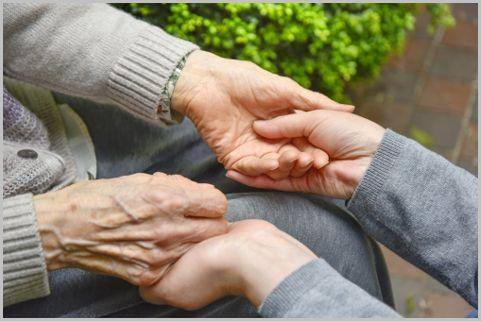 在宅要介護者介護手当と家族介護慰労金とは?